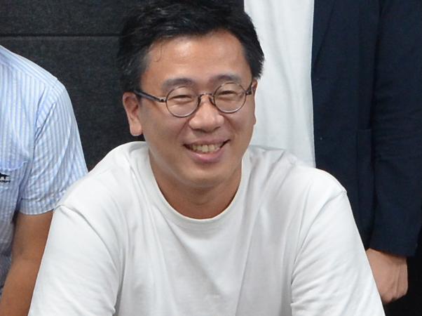 プログラムのMC(韓流研究所長)を務める古家正亨さん