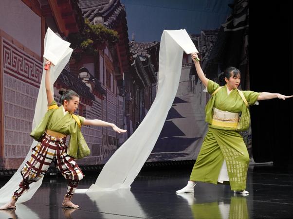 日本伝統舞踊の舞台