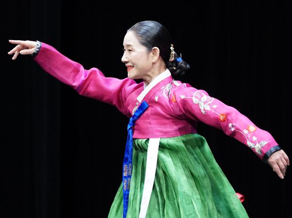 韓国伝統舞踊の舞台